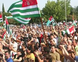 В Абхазии оппозиция осаждает администрацию президента