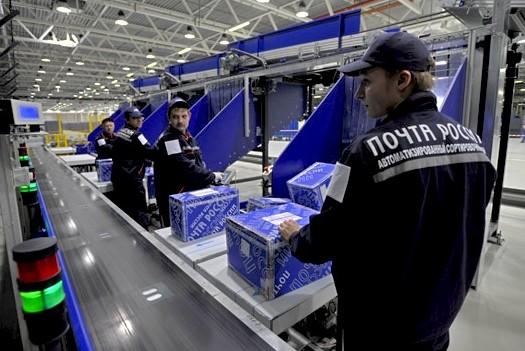 Почта России ускорится, клея на письма микрочипы