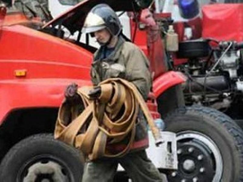 Иркутские пожарные спасли шесть человек из горящего дома