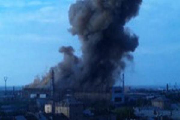 При взрыве на заводе