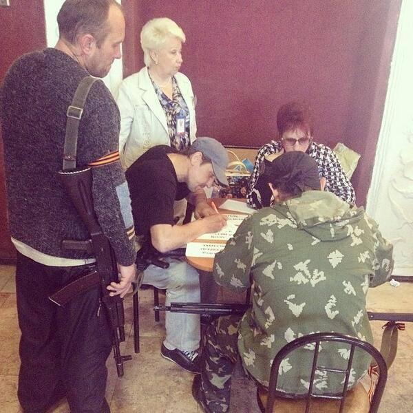 В Луганской области 65 процентов луганчан проголосовали, остальных блокировали солдаты Национальной гвардии
