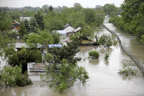 Река Терек выходит из берегов! Во Владикавказе введен режим ЧС