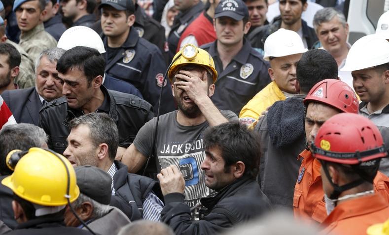 По делу о взрыве на шахте в Турции задержали 25 человек