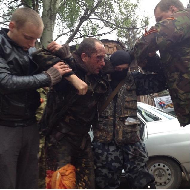 Украинские военные бросили своего раненого летчика