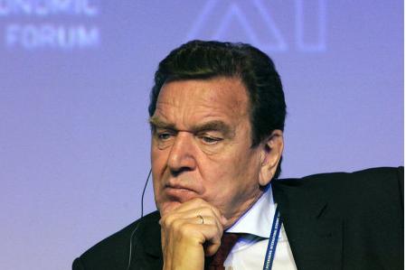 Юбилейный банкет Шредера сорвался из-за угрозы взрыва