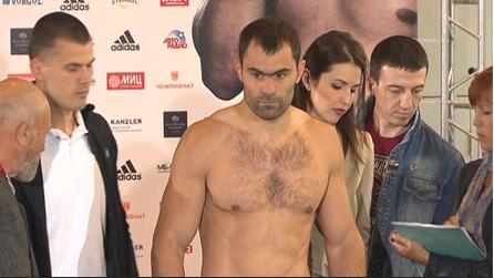Боксер Рахим Чахкиев победил колумбийца Сантадера Сильгадо