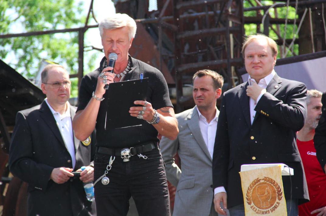 Промоутер Владимир Хрюнов справа/Фото Юлии Кириной