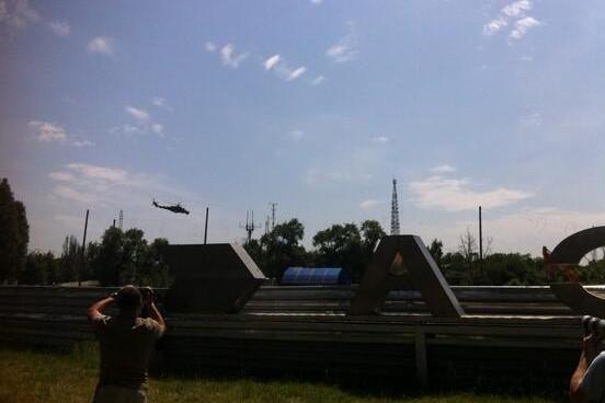Украинские военные бомбят аэропорт Донецка. Прямой эфир.