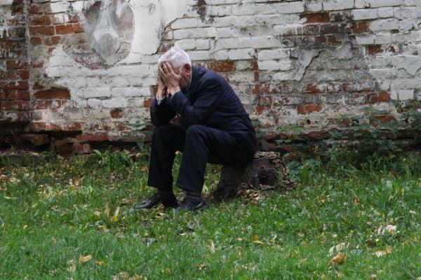 Ветерану Великой Отечественной войны стало плохо: он смотрит новости про Одессу и плачет