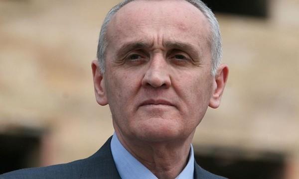 Минобороны и МВД Абхазии настаивают на законном выходе из кризиса