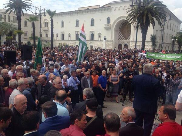 Абхазия просит помощи у России в урегулировании кризиса
