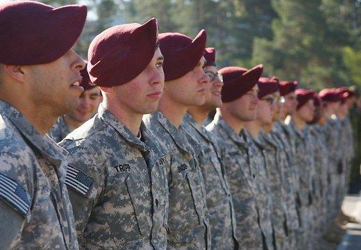 Рижский таксист избил десантников армии США