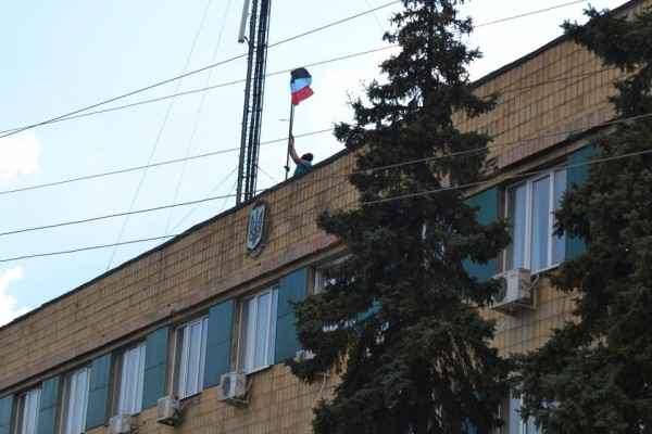 Активисты на Украине заняли горсовет Амвросиевки