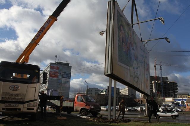 2000 незаконных баннеров демонтируют в Красноярске в этом году
