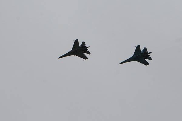 Над Донецком летают истребители