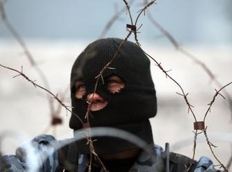 На украинской трассе возле Красноармейска неизвестные расстреляли два грузовика