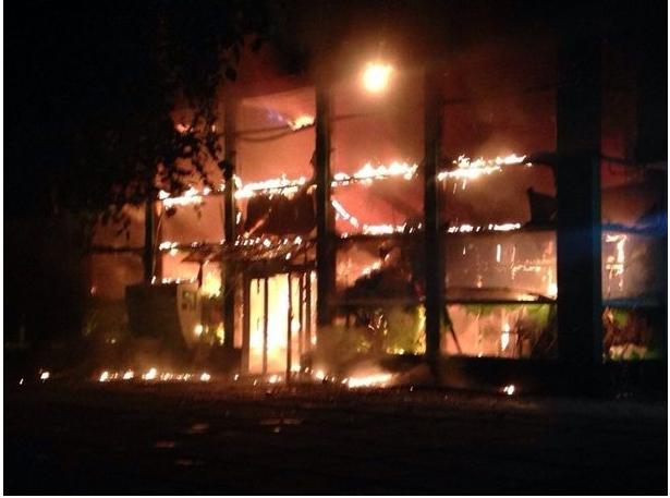 События на Востоке: В Мариуполе стреляли, весь центр в огне