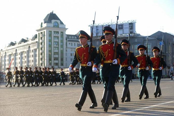 1500 человек приняли участие в параде Победы в городе Новосибирске