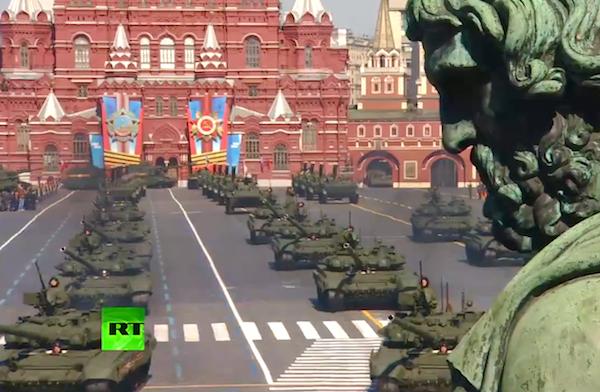 На Параде Победы в Москве на военной технике были георгиевские ленты