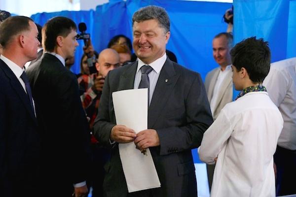 Порошенко сделал первые политические заявления в качестве лидера президентской гонки