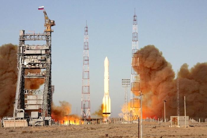 Роскосмос сообщил о потере ракеты и спутника