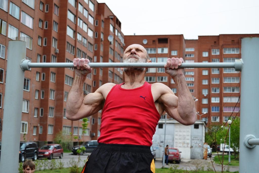 85-летний красноярец установил рекорд в подтягивании