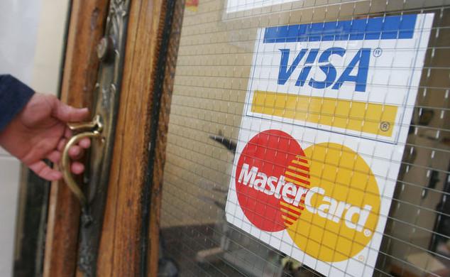 Госдума может смягчить требования к Visa и MasterCard
