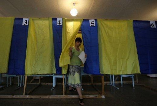 Эксперт: Западные наблюдатели предвзято оценивают выборы на Украине