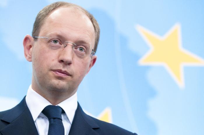 Яценюк заявил, что уладить конфликт на востоке может только Москва