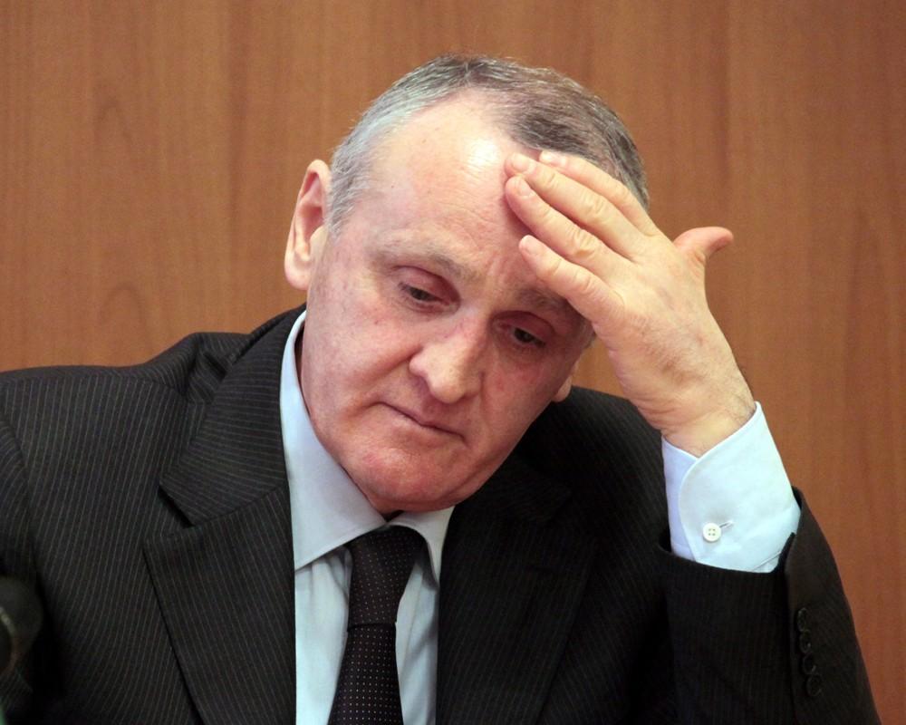 Президент Абхазии подписал документ о добровольной отставке
