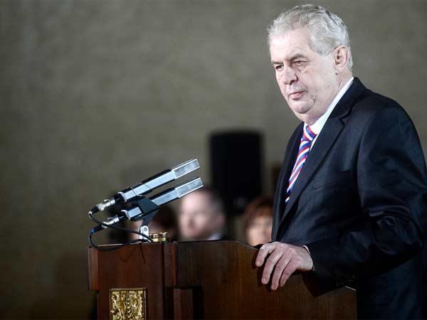 Земан: Россия поддерживает ополчение любыми способами, кроме регулярной армии