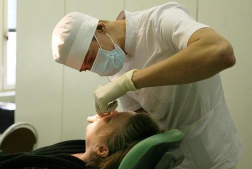 Британские ученые придумали, как лечить зубы без бормашины