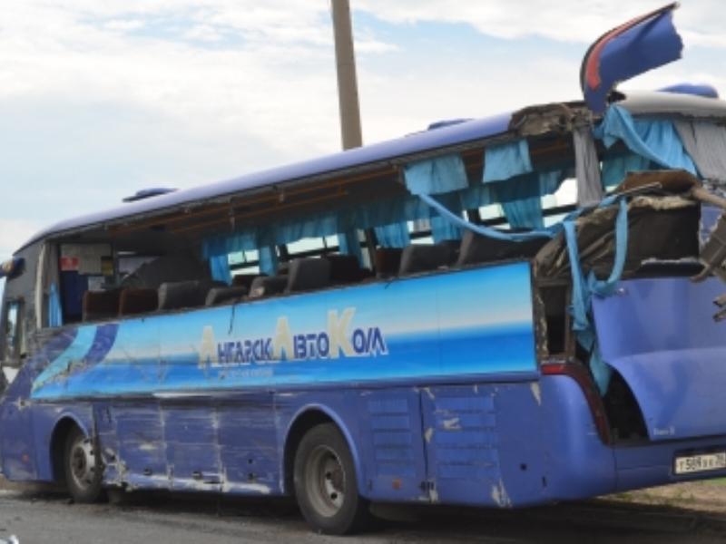 В Приангарье междугородний автобус столкнулся с грузовиком