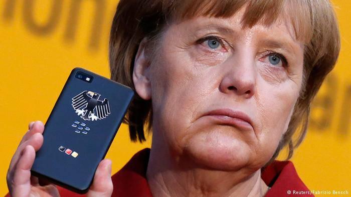 Немецкие СМИ усомнились в надежности телефона Меркель