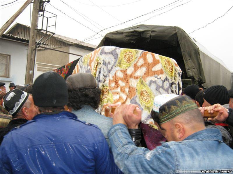 500 смертей за год: в Таджикистане опубликовали список погибших в России мигрантов