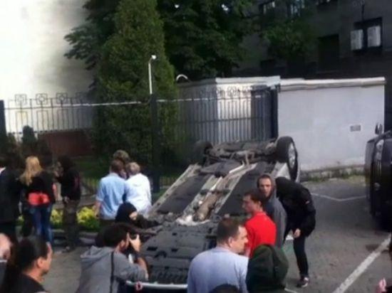 В российское посольство в Киеве бросили