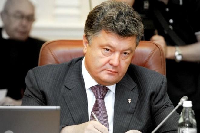 Порошенко вводит военное положение на востоке Украины