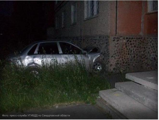 Мужчина покончил жизнь самоубийством, врезавшись в стену дома