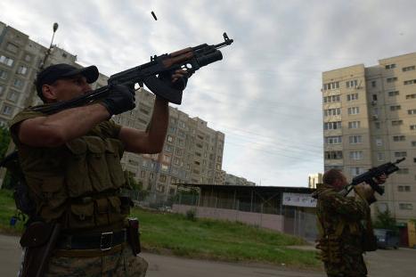 СМИ: Украинские пограничники сдаются ополченцам под Луганском