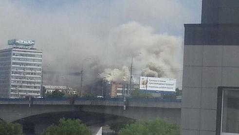 В Москве горит завод