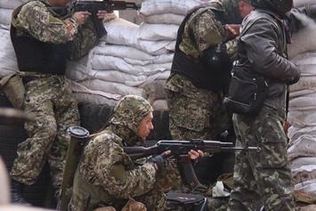 Ополченцы заявляют, что остановили 40 танков под Луганском и ведут бой