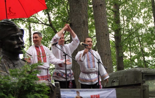 В Санкт-Петербурге стартовал фестиваль народного творчества «Играй, гармонь, Победу»
