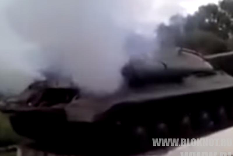 Советский танк «Иосиф Сталин» под Славянском уничтожил  блокпост карателей — Игорь Стрелков