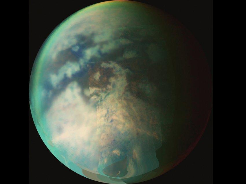 На спутнике Сатурна нашли моря и волны