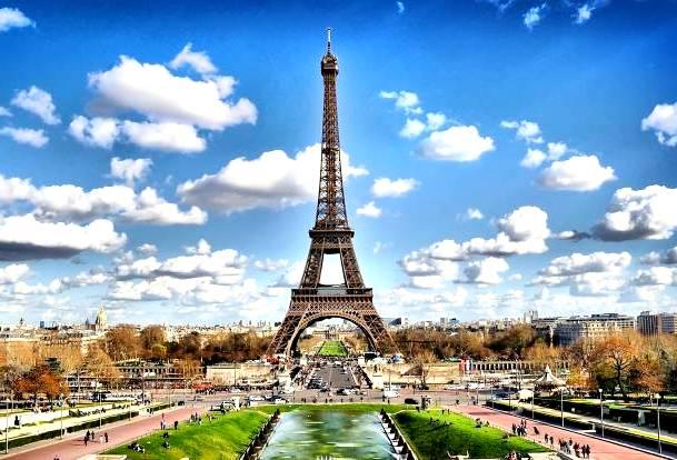 В Париже для туристов закрыли Эйфелеву башню
