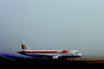 В самолет, на котором сборная Испании по футболу летела домой, ударила молния