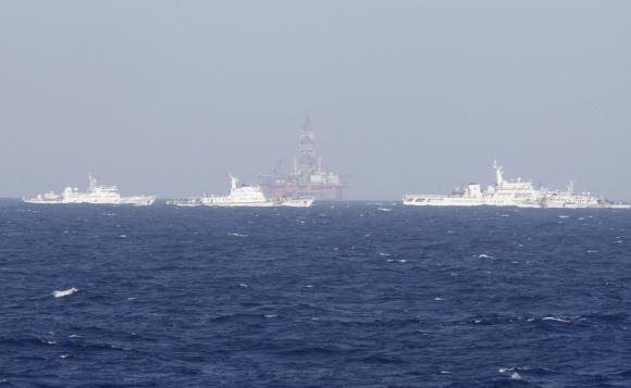 Китай направляет свои ВМС к спорным Парасельским островам