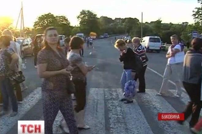 На западной Украине солдатские матери перекрывают трассы