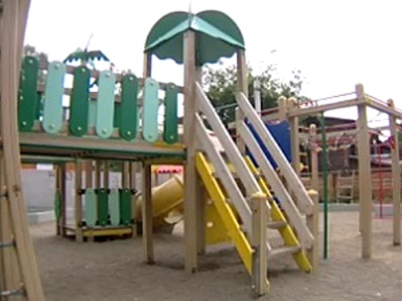 В Иркутске восьмилетняя девочка получила травму на детской площадке