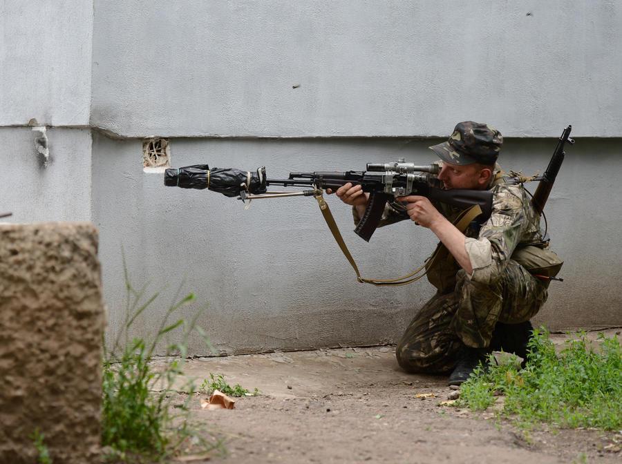 На юге Луганска возобновился бой